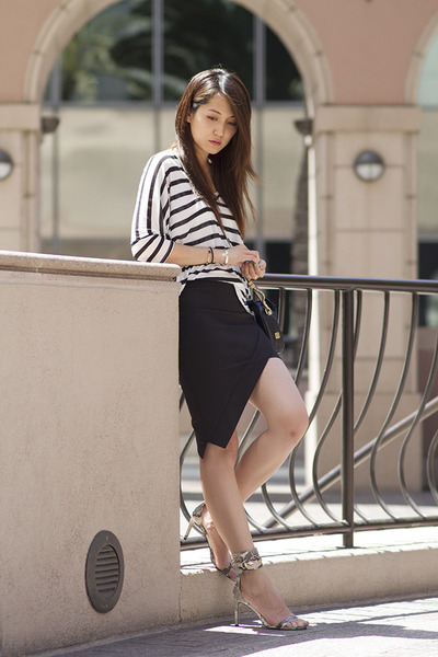 black leather botkier bag - black daily look skirt