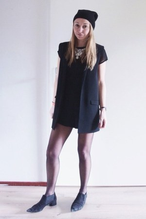 black low ankle boots Zara boots - black beanie asos hat - black Mango blazer