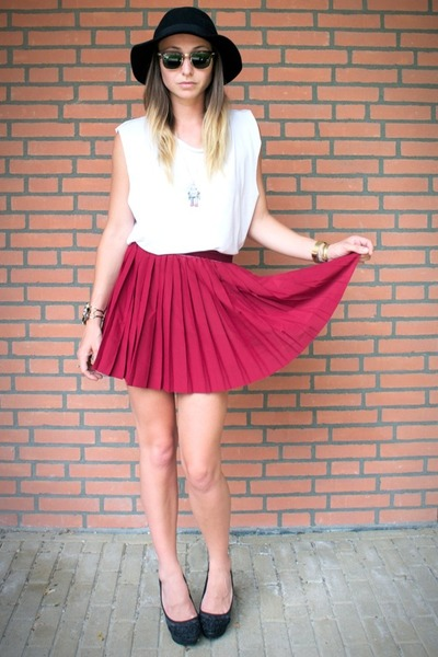 ruby red pleated H&M skirt - black fedora Missguided hat