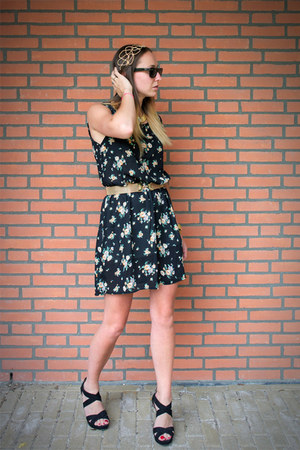 black floral print chicnova dress - gold hair piece chicnova hair accessory
