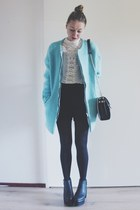 Fall outfit: Black, white and blue fluffy coat