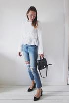 white ruffled Zara top - blue skinny Levis jeans - black box bag Zara bag