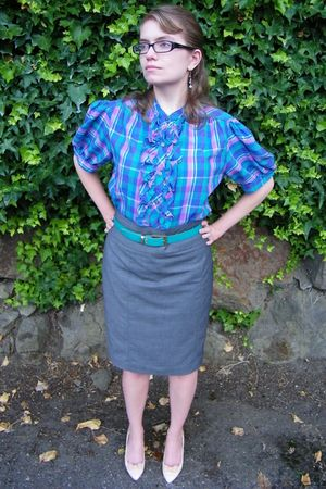 vintage blouse - gray H&M skirt - beige DreAng shoes - blue thrifted belt - hand