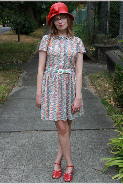 squiggle Taxi CDC dress - red Pink Duchess shoes - red cloche stripes hat