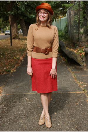 camel thrifted sweater - camel wild diva shoes - burnt orange vintage hat