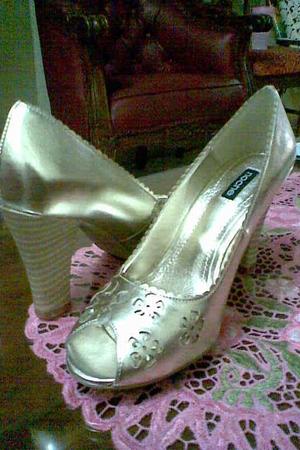 gold noche shoes