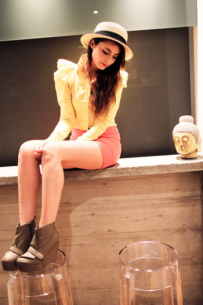 coral ridged mini Topshop skirt - cream boater straw H&M hat