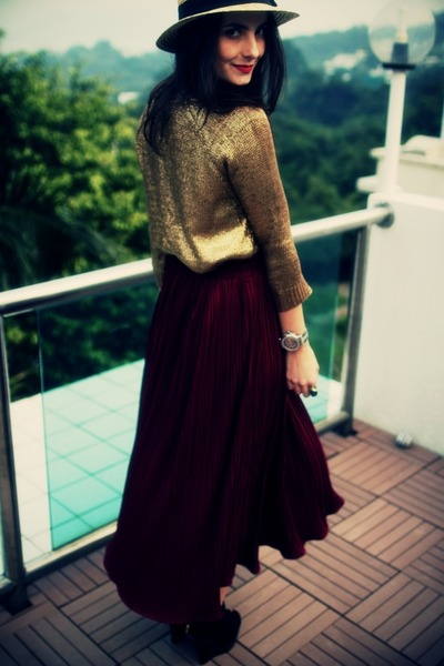 gold gold metallic Zara jumper - eggshell straw H&M hat