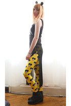 black top - yellow le souris Lovelysally leggings - black accessories