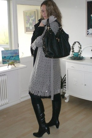 Muus cardigan - Louis Vuitton bag - H&M gloves - Billibi boots - Louis Vuitton s