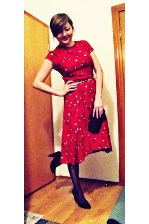 red dress - black Oasis tights - black shoes - gold vintage belt