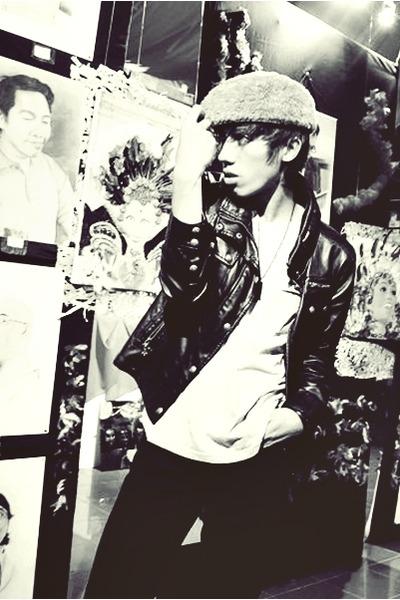 black jacket - brown hat - gray shirt - black jeans