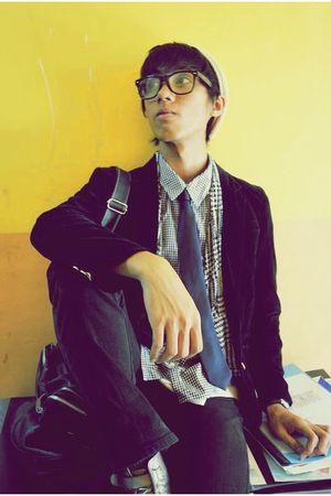 black blazer - white vest - black shirt - black jeans - silver shoes - blue tie