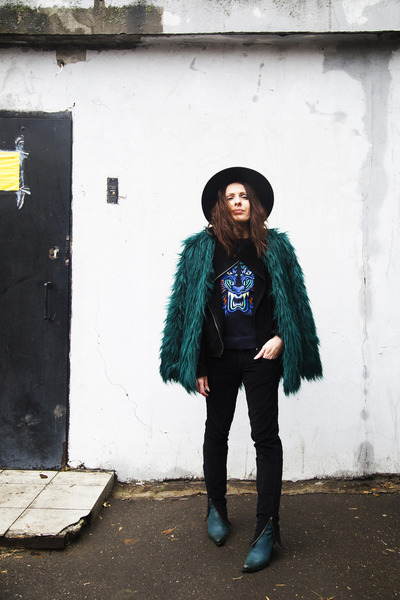 green faux fur Bershka coat - green Secondhand boots