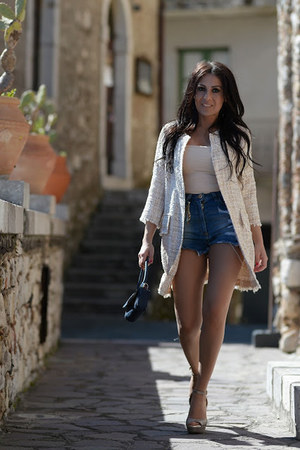 The seller shoes - Carsetti Made in ITaly bag - Elisabetta Franchi shorts