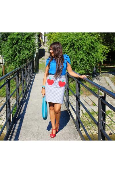 sky blue Lazzari t-shirt - turquoise blue Lazzari skirt - red Lazzari sandals
