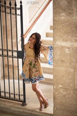 gold rene caovilla shoes - gold unconventional secrets dress