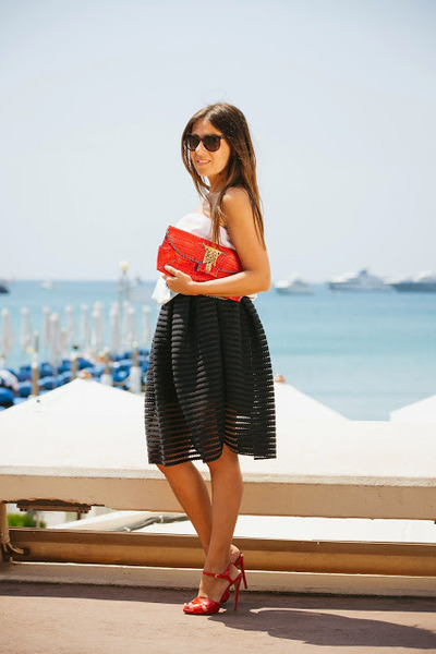 Red-gemelle-toscane-purse-red-tory-burch-sandals-black-oasap-skirt
