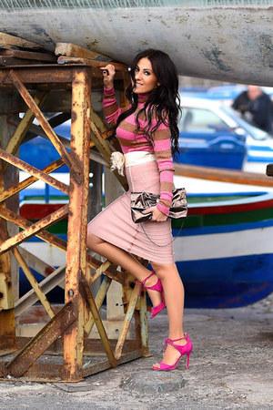 dark brown Gemelle Toscane bag - hot pink Ivanka Trump shoes