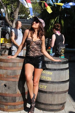 neutral Dolce & Gabbana top - black 7àMoi shoes - black Patrizia Pepe shorts