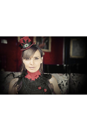ruby red Victorian Woman by Manuela Biocca hat