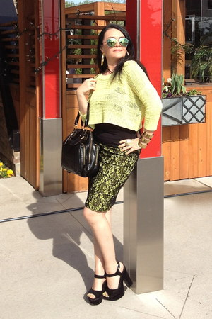 gold necklace - lime green Guess sweater - black bag - black sandals - gold ring