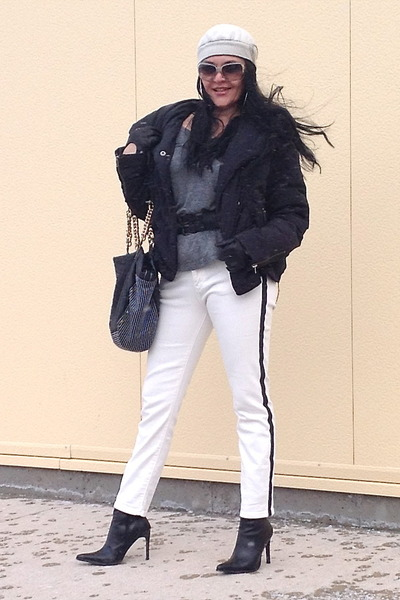 white Zara jeans - black boots - black bag - white Fendi sunglasses