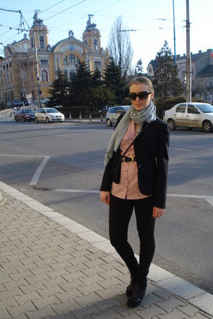 black blazer - dark brown zara pants - pink t-shirt - black bronx wedges