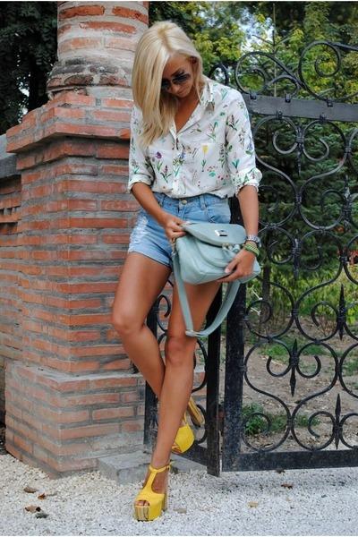 light blue She Inside bag - light yellow In Vogue sandals
