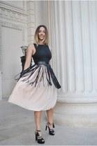 eggshell Inia Lavin dress - black Inia Lavin sandals
