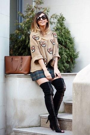 black Jessica Buurman boots - brown romwe sweater - tawny Michael Kors bag