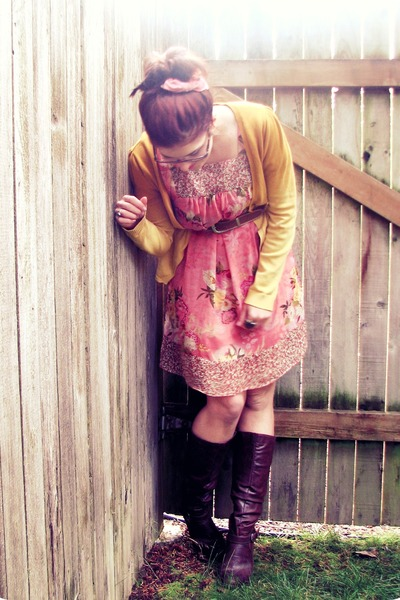 bubble gum floral free dress - brown thrifted boots