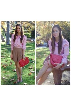 thrifted purse - Queens Wardrobe shorts - seychelles shorts - Kakalina Rose Vint
