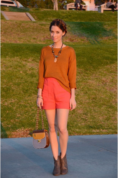 hot pink LuLus shorts - heather gray western Old Navy boots