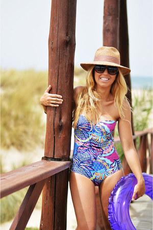 violet Oysho swimwear - beige Zara hat