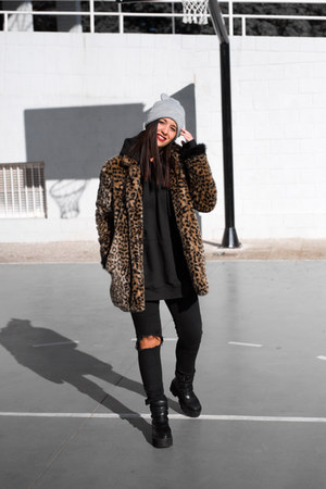 dresslily boots - zaful coat - Zara hat - Maray Alvarez Shop sweatshirt