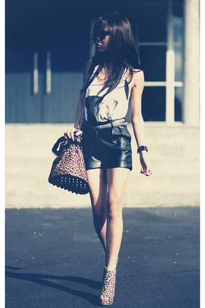 black Schwing schwing shorts - yellow Jeffrey Campbell shoes