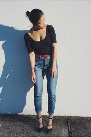 black top Forever New top - blue jeans French Connection jeans
