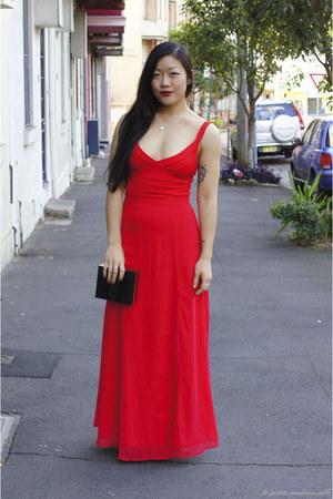 red dress Lipsy dress - black clutch Niclaire bag