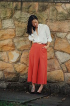 white shirt Uniqlo shirt - carrot orange culottes lily brown pants