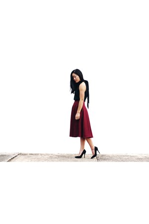 black top Review top - brick red skirt Review skirt
