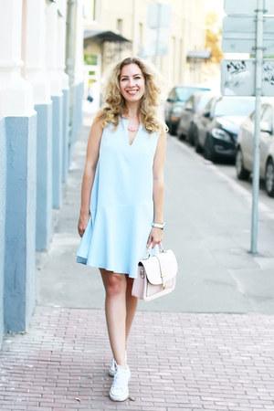 periwinkle Trends Brand dress - ivory DressLink bag - white Converse sneakers