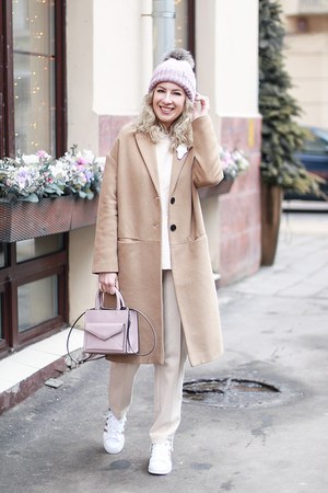 beige Stradivarius coat - light pink Rebecca Minkoff bag