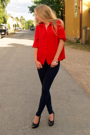 red trifted blouse - navy Zara jeans - black Mango heels