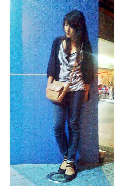 black One cardigan - blue thrifted jeans - nude bodycon Koltov bag