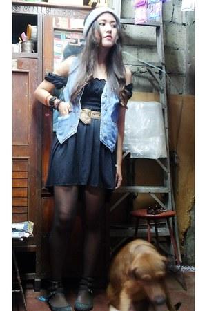 sky blue denim jordache vest - black gladiator thrifted shoes