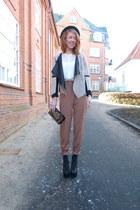 black vintage hat - light brown high waisted vintage pants