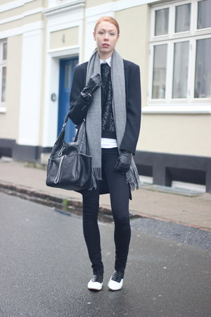 black Vans shoes - black Zara bag