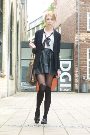 black leather H&M skirt - black gestuz blazer - white bow tie vintage shirt