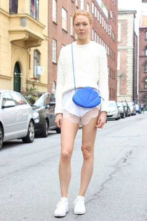 blue vintage bag - white shorts shorts